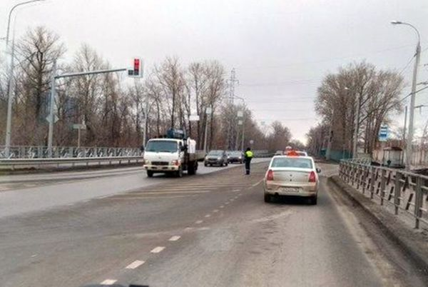В Самаре изменят работу нового светофора, который создал пробку по пути на Сухую Самарку | CityTraffic
