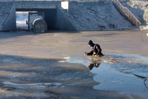 В Тольятти утонувший на трассе М-5 грузовик с водителем вытаскивали водолазы: видео | CityTraffic