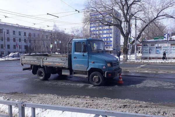 В Самаре ЗИЛ сбил женщину на пешеходном переходе | CityTraffic