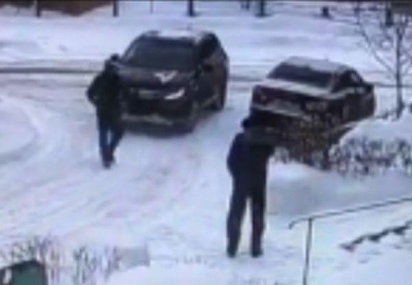 Два жителя Самарской области похищали у стариков деньги, рассказывая, что с их родными случилась беда: видео   CityTraffic