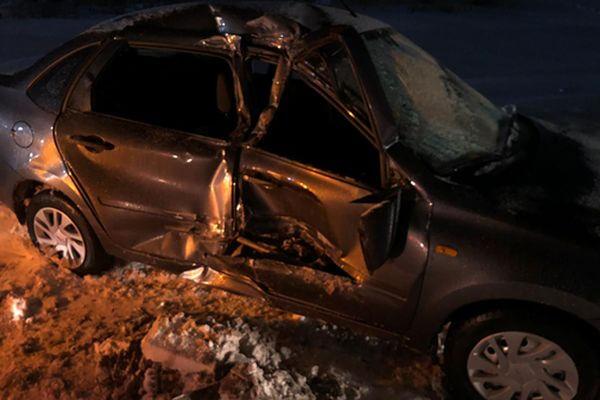 На трассе М-5 легковушка врезалась в стоящий грузовик | CityTraffic