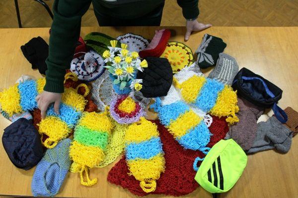 Зэки Самарской области вяжут бабушкам носки | CityTraffic