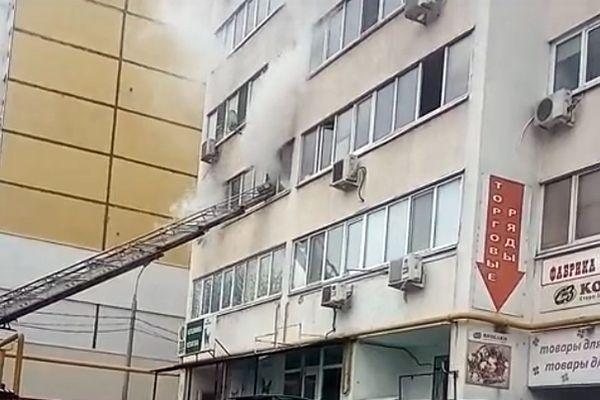 В Самаре из горящей квартиры спасли мужчину: видео | CityTraffic