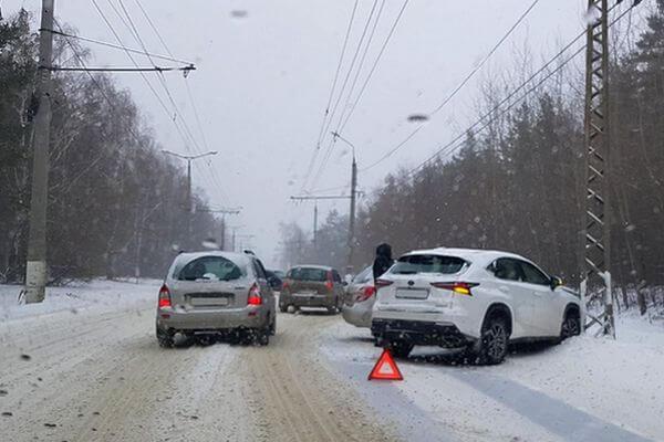 Снегопад сковал Поволжье | CityTraffic