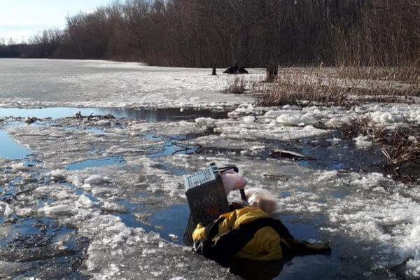 Житель Самарской области погиб, провалившись под лед по пути на работу | CityTraffic