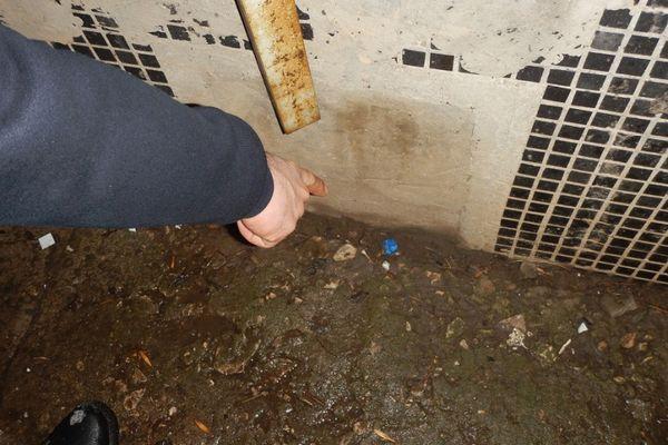 Житель Тольятти примотал наркотики изолентой к брючному ремню | CityTraffic