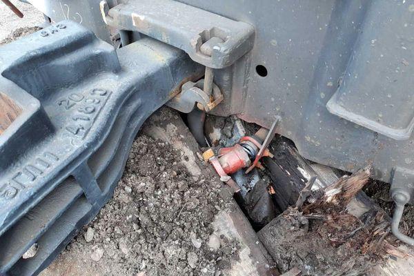 В Самарской области с путей сошел вагон, груженый щебнем, потому что состав направили не на тот путь | CityTraffic