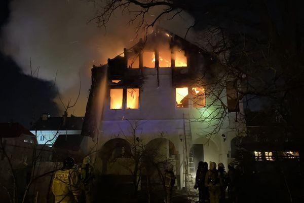 Появилось видео пожара в доме на 9-й просеке в Самаре, где погибли два человека   CityTraffic