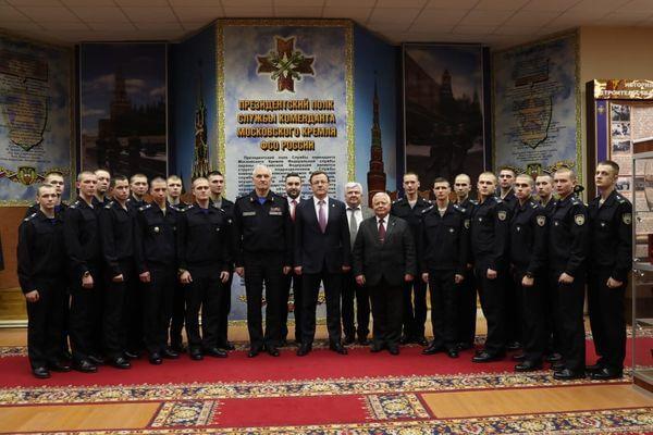 Глава Самарской области навестил в Москве земляков, охраняющих Кремль | CityTraffic