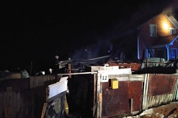В Самаре 58 человек тушили 2 горящих дома: видео | CityTraffic