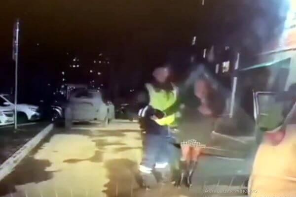 Очень пьяная жительница Самары пыталась удрать от полицейских на иномарке приятеля: видео | CityTraffic