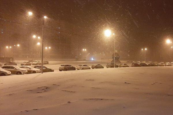 Из-за сильного снегопада жители Самары не могут дождаться общественный транспорт | CityTraffic