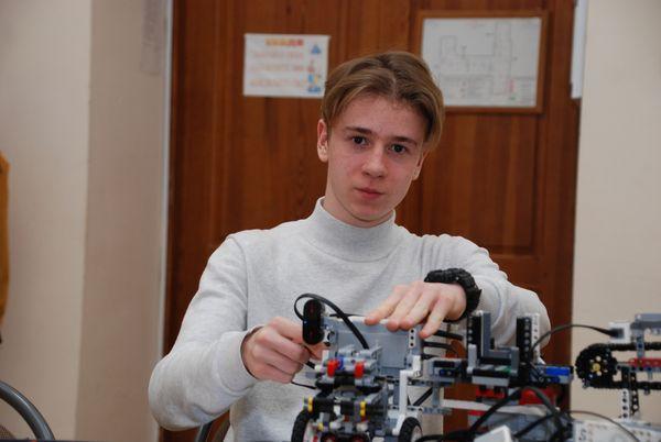 Школьник из Самарской области изобрел аппарат, способный составить рацион питания человека по его физическим параметрам
