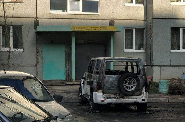 В Тольятти ночью 7 человек тушили горящую машину, от огня пострадали еще два автомобиля   CityTraffic