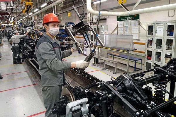 Российские автостроители возвращаются к работе в масках и перчатках | CityTraffic