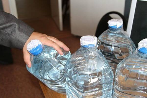 Житель Самарской области продавал спиртное в пластиковых бутылках у себя дома | CityTraffic