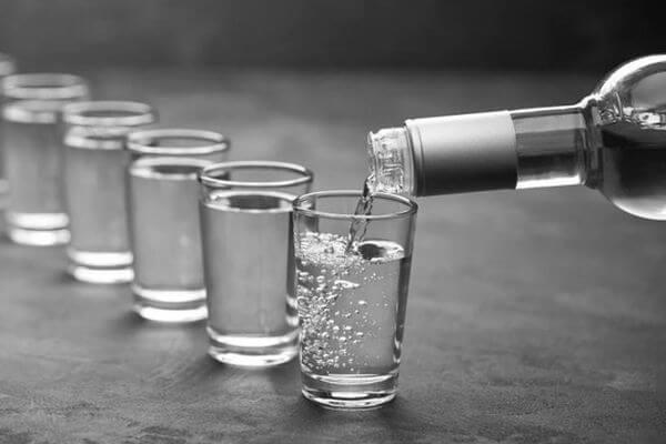 Бутылка водки пережила момент триумфа, когда стала стоить 2 барреля нефти | CityTraffic