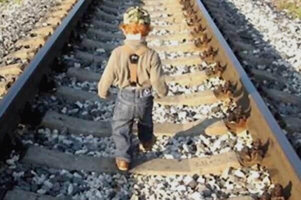 В Сызрани 4-летний малыш улизнул от мамы и прошел по рельсам один 3 км | CityTraffic