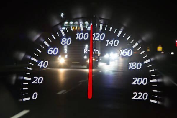 Россияне предлагают повысить скорость движения по дорогам | CityTraffic