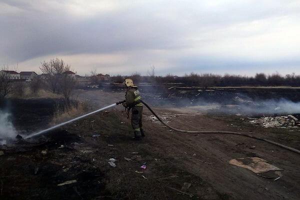 В Октябрьске горела трава на площади 100 квадратных метров | CityTraffic
