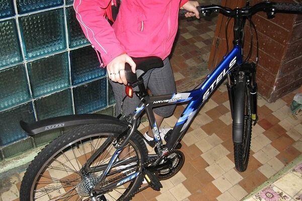 Жительница Тольятти ночами воровала велосипеды из подъездов | CityTraffic