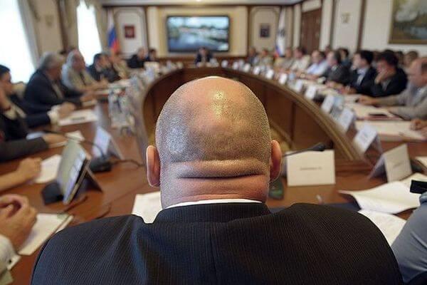 Россияне требуют ограничить выплаты чиновникам и депутатам одним МРОТ | CityTraffic