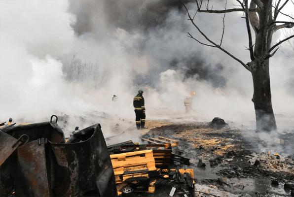 Причиной возгорания поддонов на улице Индустриальной в Тольятти стало неосторожное обращение с огнем | CityTraffic