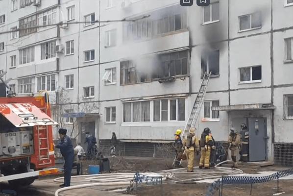 В Тольятти два человека пострадали при пожаре в квартире дома на проспекте Степана Разина: видео | CityTraffic