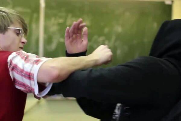 С кого можно взыскать вред, если ребенка ударил одноклассник | CityTraffic