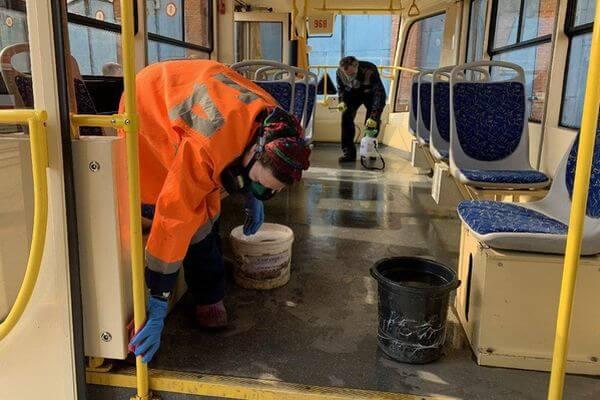 На мойку самарских трамваев и троллейбусов потратят полтонны дезинфицирующего средства | CityTraffic
