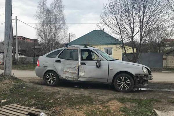 """Женщина на """"Приоре"""" врезалась в дерево в Октябрьске   CityTraffic"""
