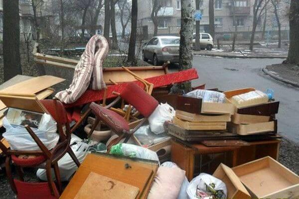 Жители Тольятти на самоизоляции принялись выбрасывать старую мебель | CityTraffic