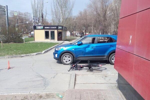 В Тольятти пенсионер на автомобиле сбил велосипедиста, оба ехали в магазин за продуктами | CityTraffic