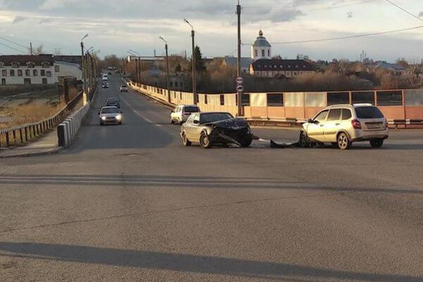 """В Сызрани пострадала женщина на """"Калине"""", не уступившая дорогу """"БМВ""""   CityTraffic"""