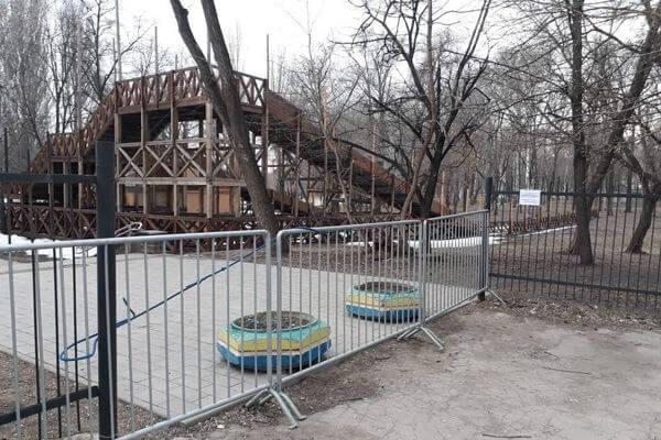 Самарцы срывают сигнальные ленты и гуляют в парках с детьми, не надевая маски | CityTraffic