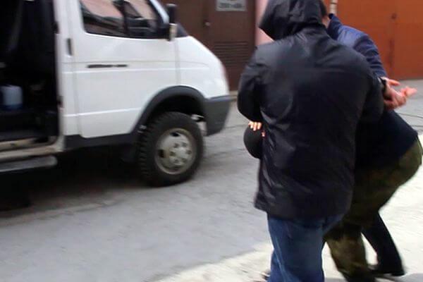 ФСБ задержала 18-летнего парня, который готовил вооруженное нападение на школу | CityTraffic