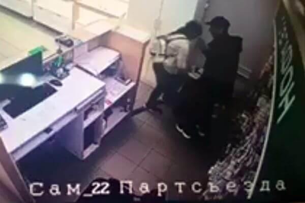 В Самаре 10-летняя девочка нападала на магазины вместе со своим отчимом: видео | CityTraffic