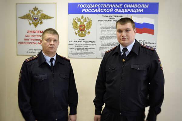 В Самарской области офицеры спасли на пожаре детей, найдя их вдыму по голосам: видео