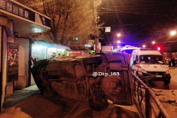В Самаре четыре человека пострадали при опрокидывании БМВ | CityTraffic