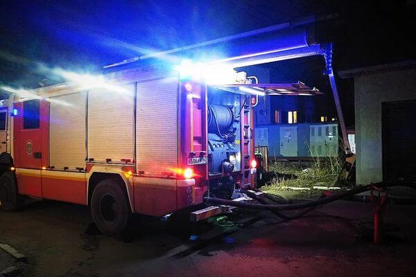 В Самаре 75 человек тушили дом на 3-й просеке | CityTraffic