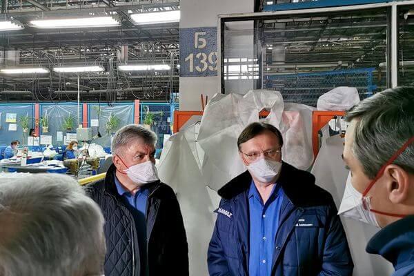 КАМАЗ приступил к выпуску противоэпидемических комбинезонов | CityTraffic