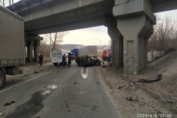 Два человека погибли на трассе М-5 в Самарской области при столкновении двух грузовиков и легкового автомобиля   CityTraffic