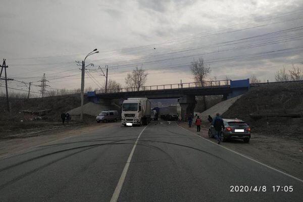Два человека погибли на трассе М-5 в Самарской области при столкновении двух грузовиков и легкового автомобиля | CityTraffic