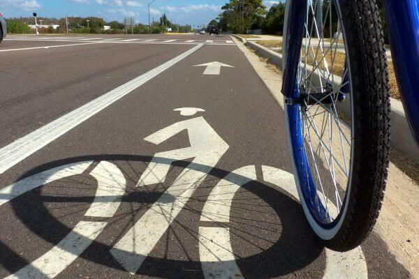 В Комсомольском районе Тольятти за 12,8 млн рублей планируют сделать велопешеходную дорожку | CityTraffic