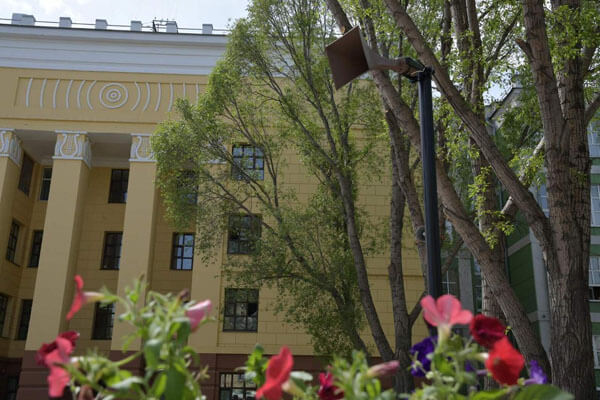 В сквере у Дома связи в Самаре появился репродуктор образца времен Великой Отечественной войны | CityTraffic