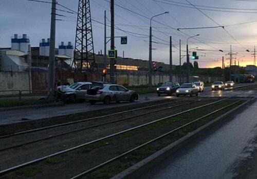 В Самаре водитель «Рено Логан» на перекрестке не пропустил «Лексус», 2 человека попали в больницу | CityTraffic