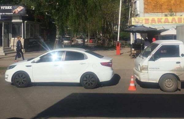В Самаре грузовик врезался в остановившуюся  легковушку, а та сбила пешехода-нарушителя   CityTraffic