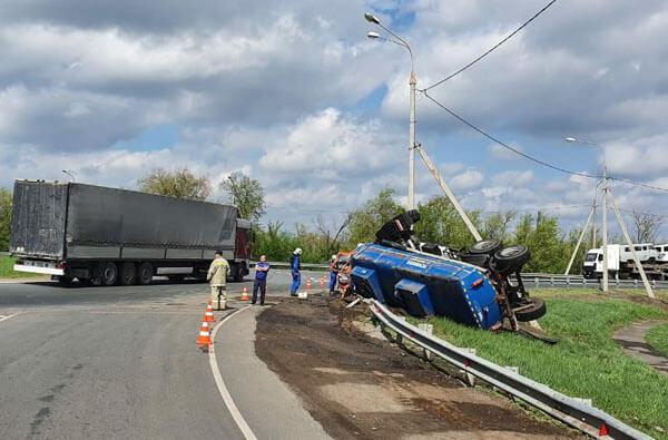 На трассе М-5 в Самарской области в ДТП погиб водитель КамАЗа | CityTraffic