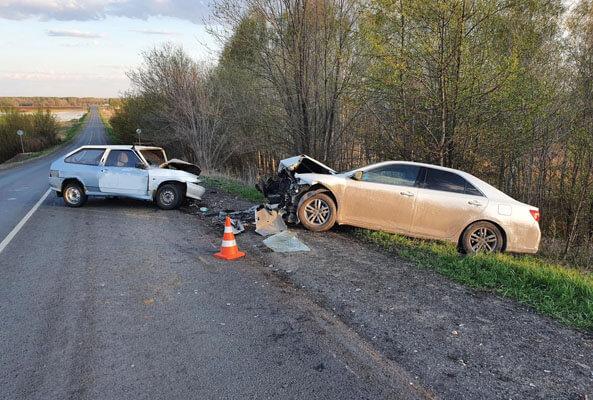 ВАЗ и «Тойота» лоб в лоб столкнулись в Самарской области, пострадали оба водителя | CityTraffic