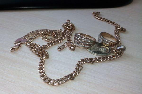 В Самаре сотрудница ломбарда присвоила себе ювелирные украшения на сумму около 300 тысяч рублей | CityTraffic